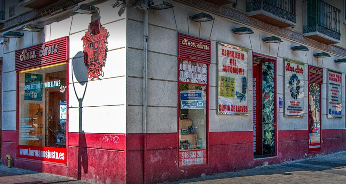 Hermanos Justo Cerrajeros en Calle Azoque fachada